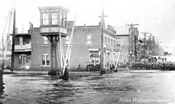 South Main Street, Niles,Ohio looking north from Penna. RR during flood March 1913.