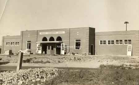 The main entrance to the Niles City Pool as it appeared in 1934. The left side had the changing rooms for women and girls while the right side was for men and boys.